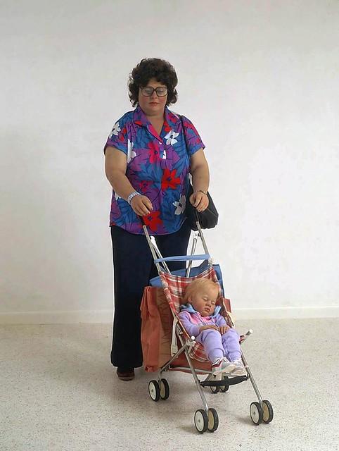duane_hanson_woman_stroller