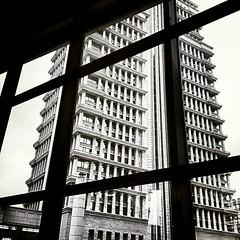 City Watcher 城市守望者 : 是夜飞鸿字字求,窗外烟云蔽西楼,只待旧恨懑把酒,爷会说:去球! #shanghai #architecture