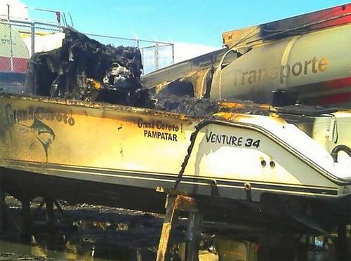 Dos heridos tras incendio de cisterna de combustible en la Marina de Caraballeda