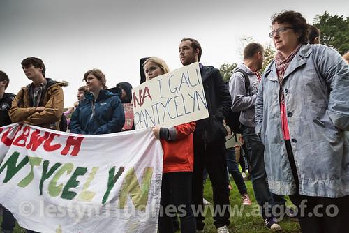 Dechrau protest Neuadd Pantycelyn 4 Hydref 2013