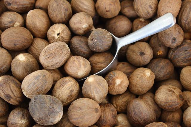 Muskatnuss / nutmeg / noix de muscade /