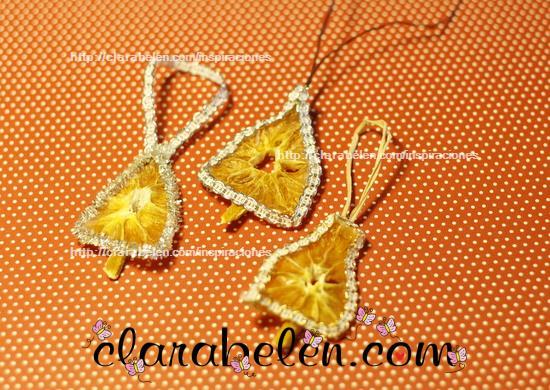 Campanas de Navidad hechas con naranjas secas por Clara Belen Gomez
