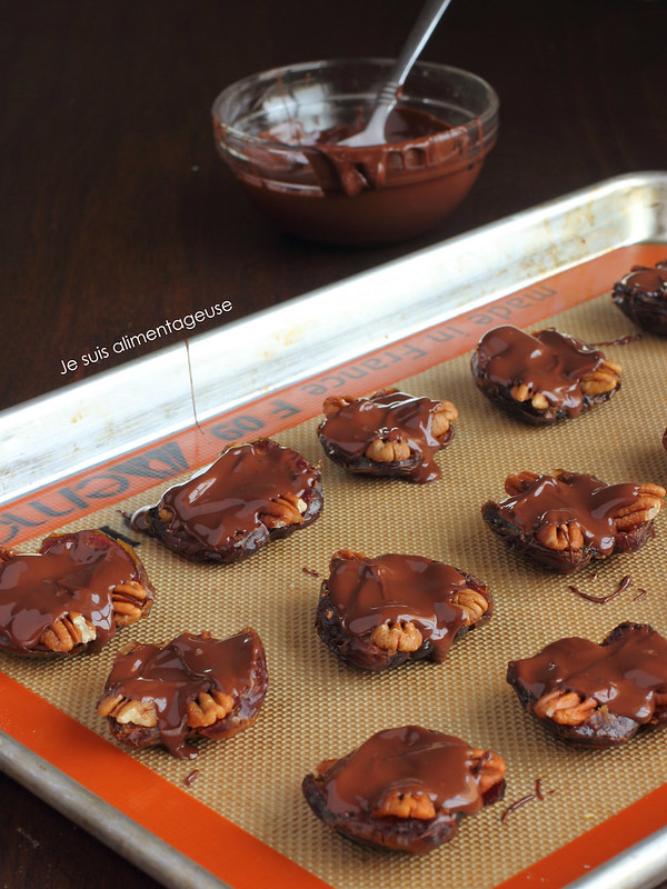 HEALTHY Vegan Pecan Caramel Clusters made with Medjool Dates #vegan #glutenfree