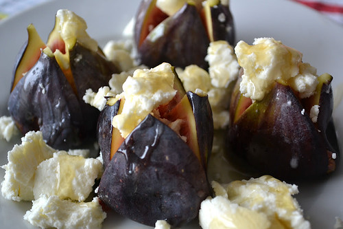 Figs with goat's cheese and honey