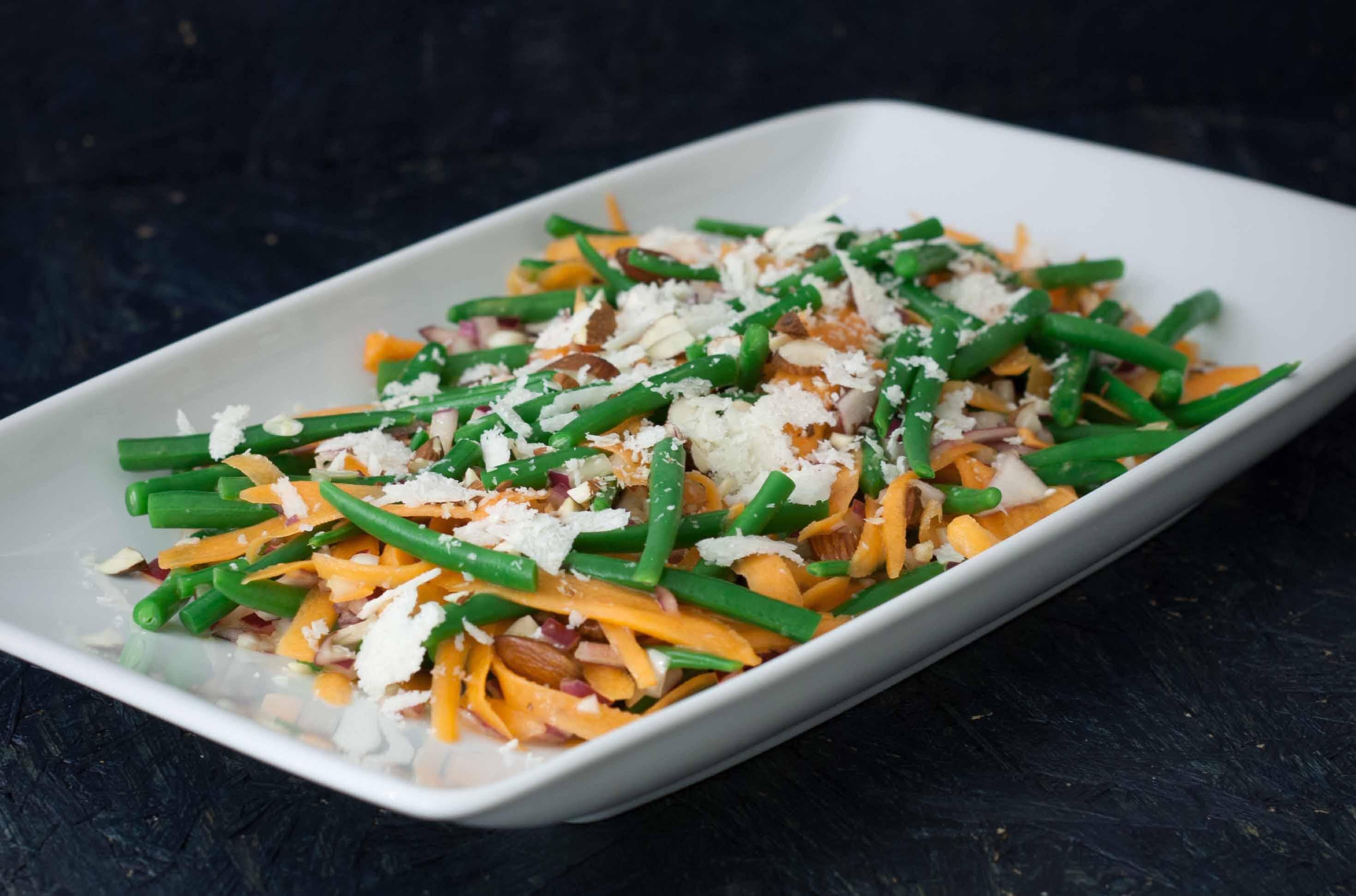 Opskrift på bønnesalat med mandler og parmesan
