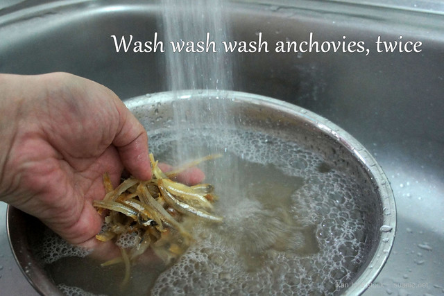 Ikan bilis (dried anchovies) stock - wash
