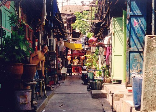 Bangkok side street (by: Ahron de Leeuw, creative commons)