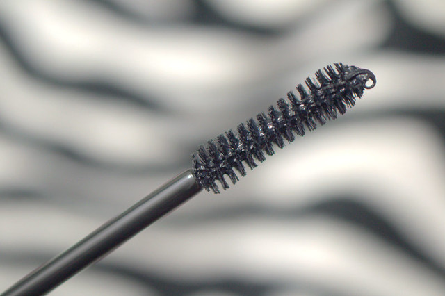Younique Moodstruck 3D Fiber Lashes gel wand