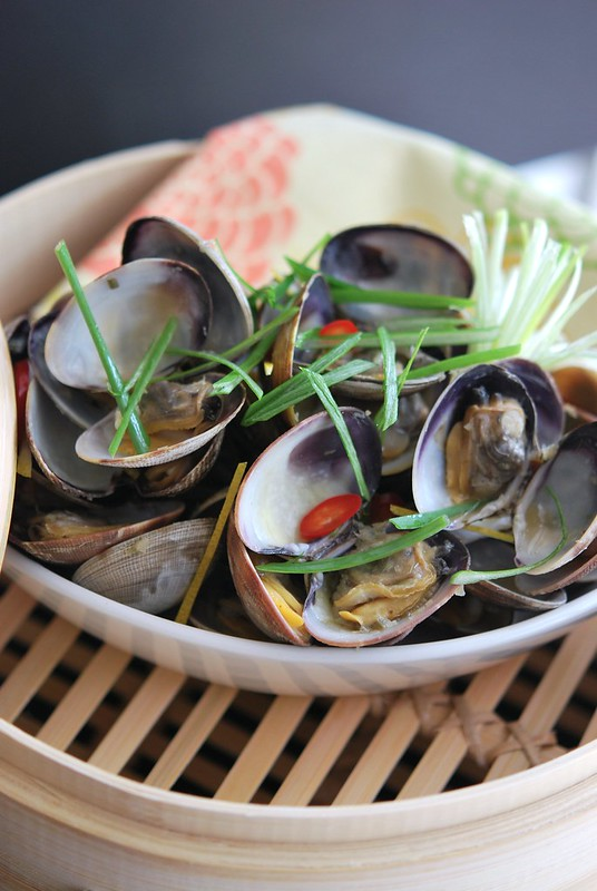 Clams with Ginger and Lemongrass
