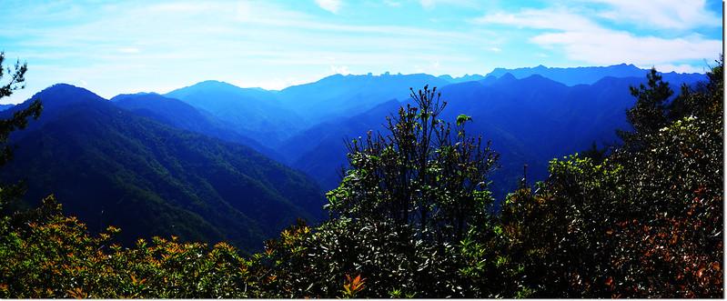 榛山觀景台東南眺聖稜線