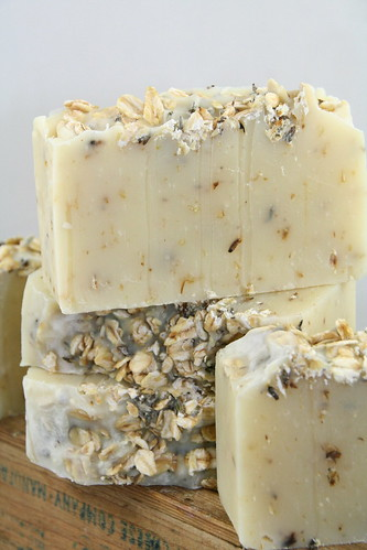Lavender Oatmeal Neutral Soap - The Daily Scrub (7)