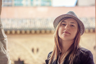 صورة قصر الجعفرية قرب Almozara. españa girl hat spain chica zaragoza aragon sombrero es saragossa aljaferiapalace aljafería palaciodelaaljaferia mariyaprokopyuk