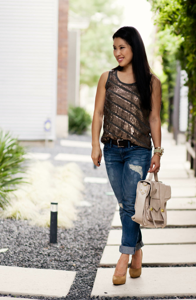 gold sequin tank, distressed boyfriend jeans, mustard pumps, off white satchel #summerstyle