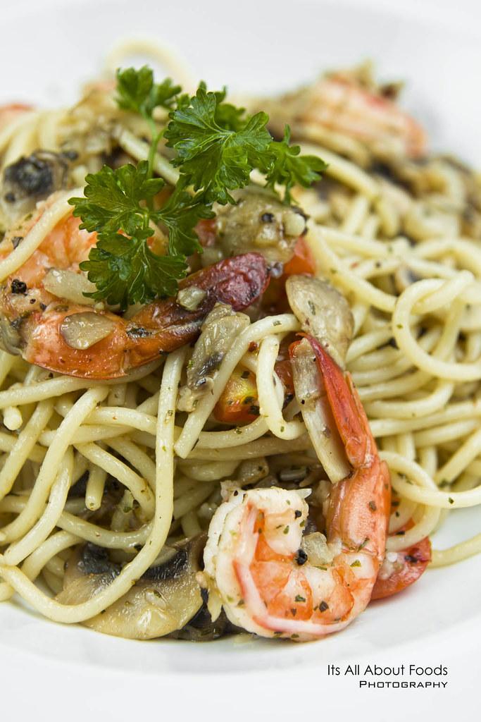 aglio-olio-with-prawns-the-journey-cafe