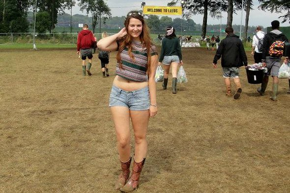 Leed festival outfit, floral, rucksack, crop top, denim shorts, wellies