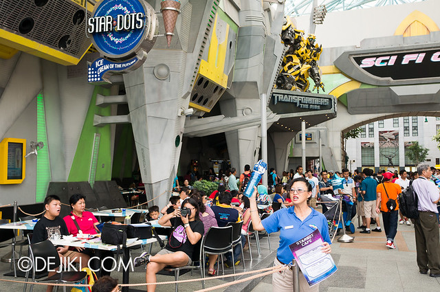Universal Studios Singapore - Hollywood Dreams Parade paid viewing area