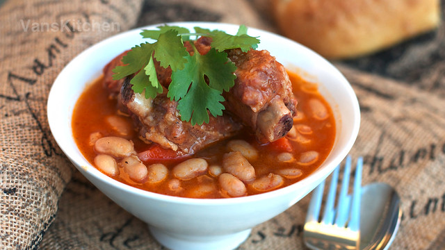 Stewed pork ribs and beans (Sườn nấu đậu)