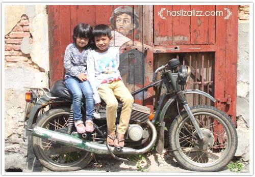 13905698033 e484f2ef51 jalan jalan di penang 2014 | lukisan dinding di penang (Penang Street Art)