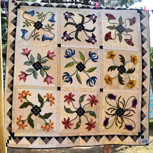 Vintage Dreams - Helen Malanchak (Quilted by Sue Burnett and Helen Malanchak)