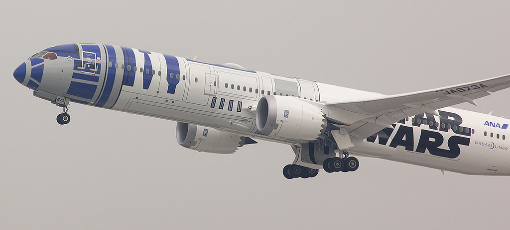 ANA R2-D2 Dreamliner Departs San Jose for Tokyo on a foggy day