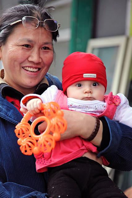 Mother and child in Urumqi ウルムチの母子