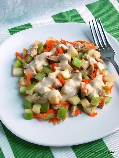 салат с курицей, яблоком и сельдереем 2