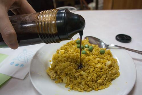 吃時候要加上醬油才是正宗吃法!