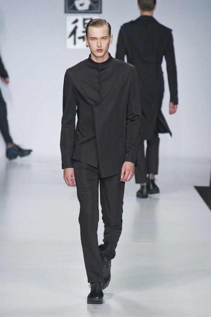 SS14 Milan Ji Wenbo013_Dimitrij Vysokolyan(fashionising.com)
