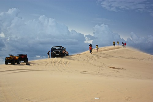 Should have realized from this scene that the top of this dune is a constant sand storm… we disregarded as you will soon see