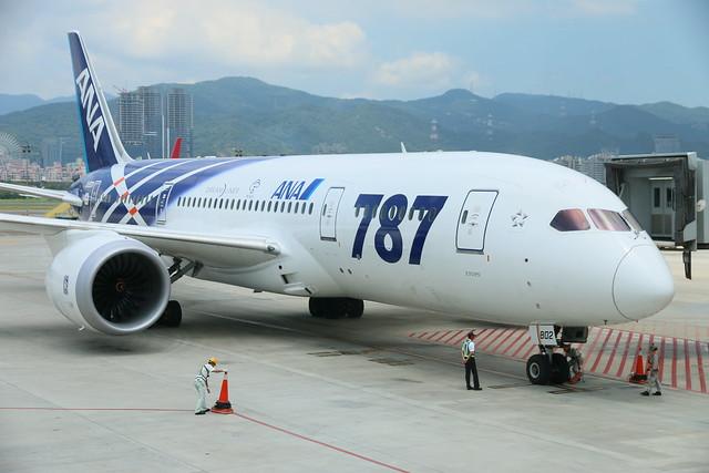 ANA 787 JA802A