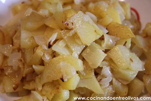 Pimientos verdes rellenos de tortilla de patatas www.cocinandoentreolivos (11)