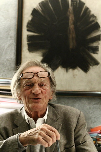 Philippe Tesson, dans son bureau