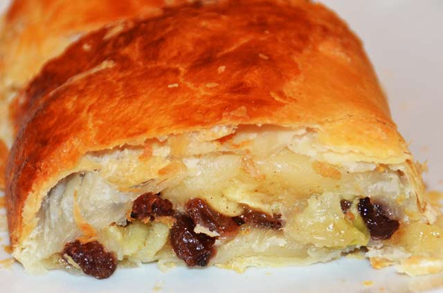 slice of apple strudel