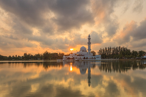 sunset cloud sunlight lake reflection yellow canon buildings muslim mosque east serenity malaysia masjid islamic beautifulasia 5dmarkii 5dmark2 pwpartlycloudy