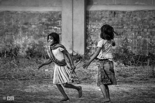 girls bw india game kids rural play funtime playtime mirza daniyal