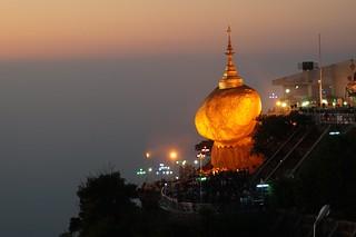 Golden Rock Pagoda at sunset, Kyaiktiyo, Myanmar - ကျိုက်ထီးရိုးဘုရား, မြန်မာ