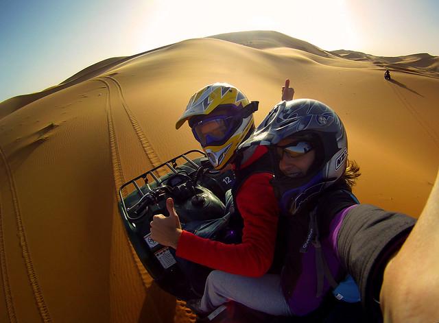 En quad por las dunas de Erg Chebbi en Marruecos