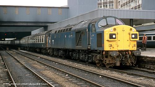 west train diesel yorkshire leeds railway passenger britishrail class40 40135