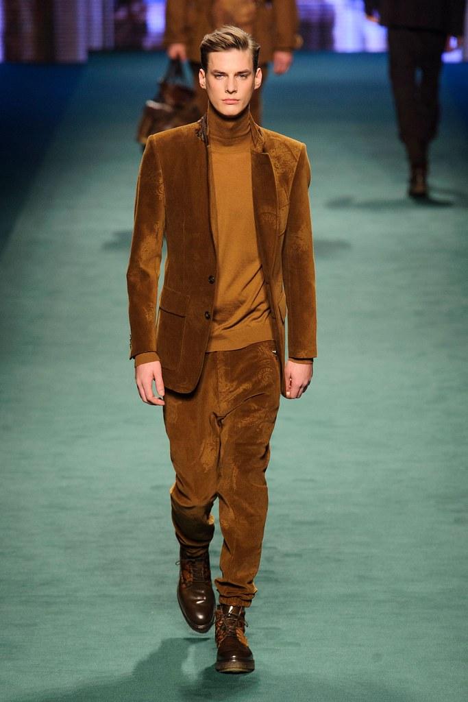 Tim Meiresone3154_FW15 Milan Etro(fashionising.com)