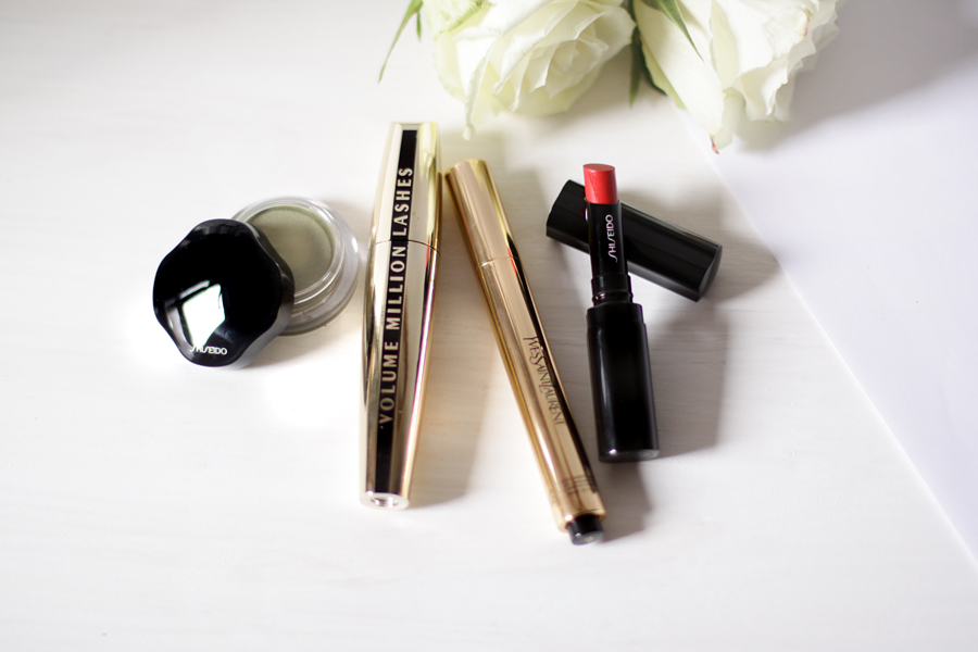 simple make up 4 products only lipstick creamy eye shadow shiseido volume million mascara l'oreal touche éclat ysl yves saint laurent drawing schminke style beauty beautyblogger berlin germany deutschland blogger ricarda schernus cats and dogs blog 5