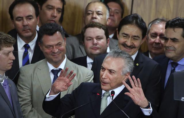 O impeachment de Dilma provoca danos à candidatura do PT à Prefeitura de Santarém? Marcos - Michel Temer