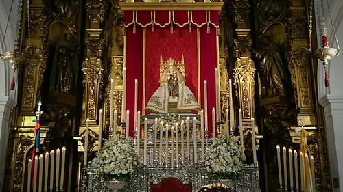 Virgen de Valme en el altar mayor de Santa María Magdalena por el aniversario de su coronación