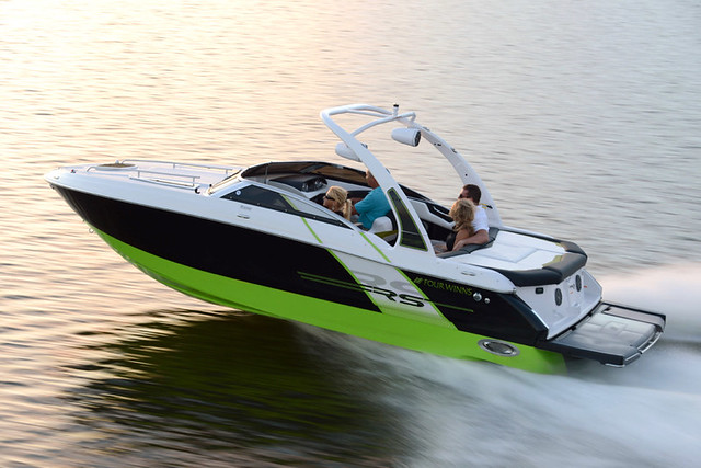Sporty good looks and all the amenities you love in this brand new Four Winns Sundowner S235 RS !
