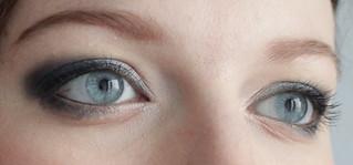 Vous reprendrez bien un peu de bleu: les deux yeux ouverts