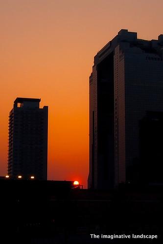 sunset sky building japan osaka umeda contrejour daito umedaskybuilding skybuilding 梅田スカイビル olympuspenep3 ealabo theimaginativelandscape fuwaryôsuke