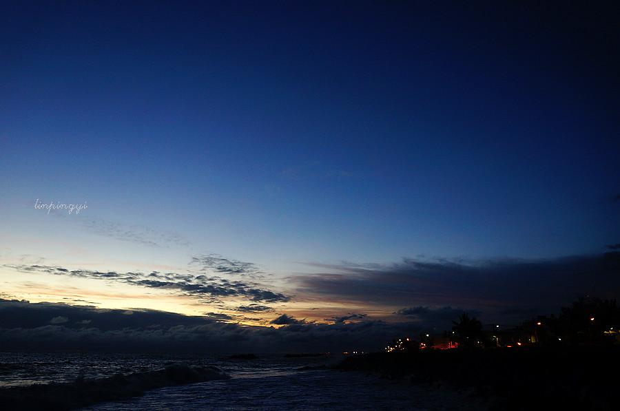 夏天追逐著浪花與夕陽