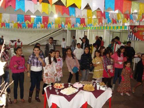 Alunos de Tapejara participam de festa junina