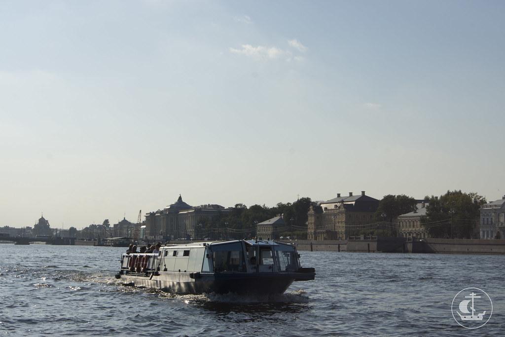 13 сентября 2013, Экскурсия по рекам и каналам Санкт-Петербурга 1 курса бакалавриата с ректором