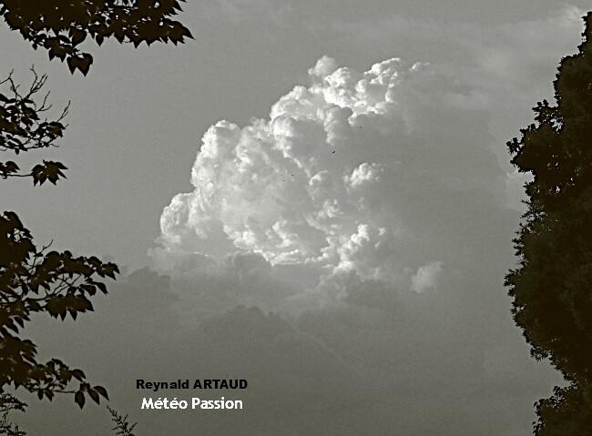 illustration des nuées orageuses lors des épisodes de fortes pluies automnales autour de la Méditerranée Reynald ARTAUD météopassion