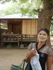 Nat Thaunt Monastery vendor